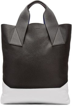 Fashion we like / Bag / Black an d White / handbag / Minimal / Straight cuts / at The Well