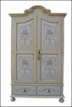 Armadio a due ante decorato in stile provenzale | Mobili dipinti a ...