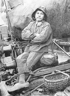 Le mousse photographié à bord d'un sloop de cabotage