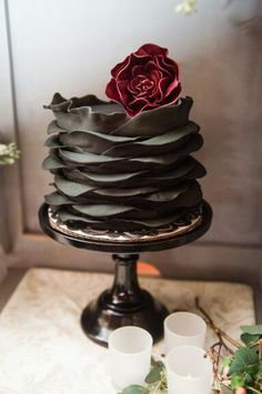 wedding cakes diy Absolutely amazing black fondant ruffle cake with sangria sugar flower by Photography by Photography Du Jour Black Wedding Cakes, Wedding Cakes With Flowers, Cool Wedding Cakes, Wedding Cake Designs, Wedding Pastel, Trendy Wedding, Dessert Wedding, Fondant Wedding Cakes, Fondant Cakes