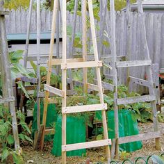 Definitely going to do this! Hate those horrible wire cages. Learn to Make Folding Tomato Cages - DIY - MOTHER EARTH NEWS