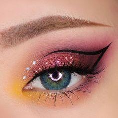 Eye Makeup Designs, Eye Makeup Art, Blue Makeup, Eyeshadow Makeup, Cool Makeup Looks, Creative Makeup Looks, Pretty Makeup, Makeup Is Life, Crazy Makeup