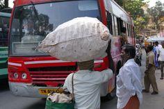 In Tamil Nadu leben sie noch, die klassischen Fähigkeiten nach dem Highlander-Prinzip zelebriert wird: Es kann nur einen geben, uns oder den Gegenverkehr.