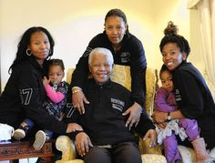 Zaziwe Dlamini - Manaway and her daughter (left) and Swati Slamini and her daughter (right) flank their mother, Zenani Manela Dlamini, and their grandfather, Nelson Mandela. Granddaughters of Nelson Mandela Star in New Reality Series (TRIBUNE EXCLUSIVE) Nelson Mandela Family, Nelson Mandela Pictures, Nelson Mandela Quotes, Man Of Peace, African National Congress, First Black President, Black Presidents, Black Families, Prince Harry