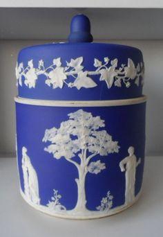 WEDGWOOD-EMBOSSED-JASPERWARE-DARK-BLUE-DIP-HUGE-COVERED-PLANTER-BISCUIT-JAR-13
