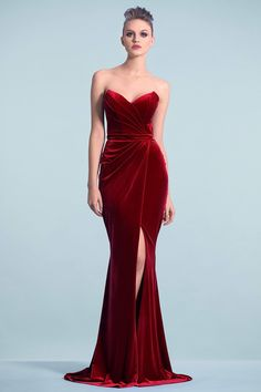 Red Evening Gowns, Red Gowns, Velvet Evening Gown, Elegant Evening Gowns, Red Carpet Gowns, Elegant Dresses, Pretty Dresses, Formal Dresses, Classy Gowns