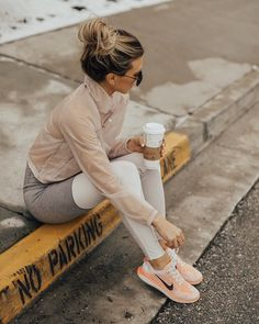 Spring Shoes In Every Style That Are So Fun - Inspired By This ideen sportlich elegant ideen sportlich schick ideen sportlich sommer ideen sportlich winter Workout Outfits For Women, Fitness Outfits, Outfits For Teens, Fitness Fashion, Sport Outfits, Fitness Wear, Gym Outfits, Sporty Chic Outfits, Running Outfits
