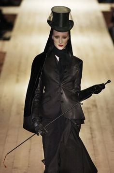 Me-ooowwwww. Gaultier for Hermès at Paris Fashion Week Fall 2004 Dark Fashion, Gothic Fashion, Love Fashion, High Fashion, Fashion Design, Modern Fashion, Fashion Details, Vintage Goth, Victorian Goth