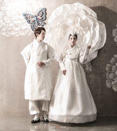 Korean Fashion – How to Dress up Korean Style – Designer Fashion Tips Korean Traditional Dress, Traditional Fashion, Traditional Dresses, Korean Dress, Korean Outfits, Wedding Dress Trends, Wedding Dress Styles, Hanbok Wedding, Modern Hanbok