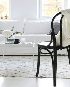 Livingroom,  White, ton chair,  hay Tray, Scandinavian, linen  . . . . . #homestyle #livingroom #Interior#interiordesigner #interiorstyling #Interior125#interior4all#interiorinspiration#interior123#homedecor #inredning #whiteinterior#decor#interiors#scandinavianinterior#likeforlike#like4like #elledecor#sfs#34kvadrat#architecture #homesweethome #instahome#instagood#interior4you #interiores#interior2you#skandinaviskehjem#desing #mynordicroom