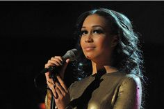 Rebecca Ferguson - Simple beauty with an amazing voice