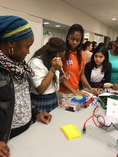 The Science Outreach Program at The Rockefeller University hosted its first Learning at the Bench (LAB) event with the WIB-Metro New York Young Women In Bio group.