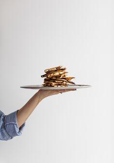 C'est aujourd'hui que débute le mois santé sur Trois fois par jour. Je vais partager tout plein de recettes bonnes pour notre corps et notre tête, accompagnées de textes remplis d'informations qui ont été écrits par la superbe nutritionniste Sophie, une collaboratrice de notre magazine (plus on la lit, plus on l'aime). Quesadillas, Raw Food Recipes, Mexican Food Recipes, Healthy Recipes, Vegan Challenge, Brunch, Clean Eating Breakfast, Homemade Breakfast, Nutrition