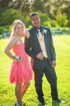 Photo from Prom 2014 – Kira, Lafayette, Trevor and Kiera collection by terina matthews photography www.terinamatthew… Are you going prom? So you can find hair style, dress, makeup ideas this page. Homecoming Poses, Homecoming Pictures, Prom Photos, Senior Prom, Prom Pics, Homecoming Dresses, Prom Pictures Couples, Prom Couples, Teen Couples