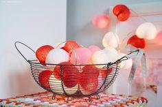 scraperka.blog: TURKUSY, RÓŻE i CZERWIENIE... :) Cotton Ball Lights, String Lights, Serving Bowls, Decorative Bowls, Blog, Tableware, Hearts, Home Decor, Friends