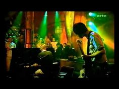 Radiohead acoustic - Punch-up at a wedding / Everything in it's right place [HD] - YouTube