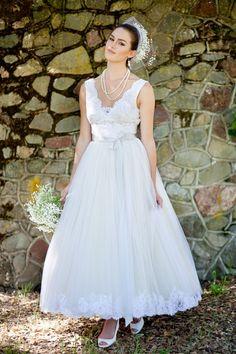 Tea-length tulle wedding dress