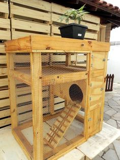 here we have with us this DIY pallet rabbit hutch letting you learn the structure, design and shape to copy it easily at home. This cute bunny house or cage is Diy Bunny Cage, Bunny Cages, Rabbit Cages, Rabbit Cage Diy, Chinchillas, Hamsters, Rabbit Hutch Plans, Rabbit Hutches, Outdoor Rabbit Hutch