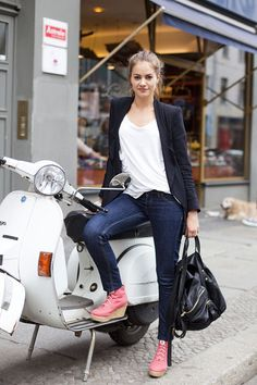white vespa or scooter. Scooter Bike, Lambretta Scooter, Vespa Scooters, Vespa Girl, Motor Scooters, Biker Girl, Girl Motorcycle, Fashion Pictures, Street Style