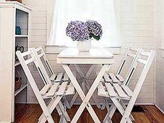 Cottage Breakfast Nook - Basic Table - MyHomeIdeas.com