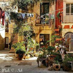 Tipico cortile di Ortigia (Sr) , Ph.  Paola Sole #sicily