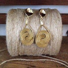 O rústico, o natural, nunca estiveram tão em alta! Dentre as nossas opções de acessórios da linha Biojóias, temos o Brinco EKUALO , em capim dourado! Lindo, né? #lindamoliva #euusolindamoliva #capimdourado #biojoias #biojóias #bijoux #bijuslovers #rústico #natural #brinco #brincododia #moda #lookdodia #fashion #lookday #dodia #day #acessories #acessórios #primavera #verão #summer16 #summer  @lindamoliva Loja Virtual, entregamos em todo o Brasil!!!