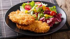 Crispy, panko breaded chicken breast recipe is a healthier spin on your traditional deep fried breaded chicken breast because it is baked in the oven instead. The key to the best crispy crust is Panko breadcrumbs or Japanese-style breadcrumbs. Panko Breaded Chicken, Buttermilk Fried Chicken, Grilled Chicken, Southwestern Salad, Fried Chicken Breast, Coleslaw Mix, Chicken Marinades, Breast Recipe, Main Dishes