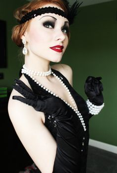 Good idea for Halloween costume! 1920s Inspired Makeup, Gatsby Makeup, Flapper Makeup, 1920s Makeup, Gatsby Themed Party, Great Gatsby Party, Maquillage Goth, Face Awards, Flapper Costume