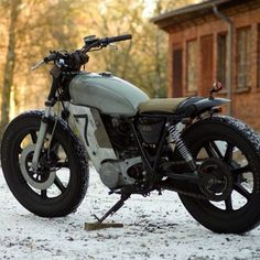 ironandair:    We featured this SR400 by Lars Gustavsson earlier this year. He's made some mods  - check out more on our FB or on his web site at http://www.farmersracer.com.