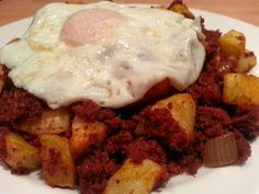 Slimming World Delights: Corned beef Hash. I absolutely LOVE corned beef hash and was worried I wouldn't be able to have it while doing Slimming World! So glad that nothing is forbidden. Slimming World Recipes Uk, Slimming World Dinners, Slimming World Breakfast, Slimming World Diet, Beef Recipes, Cooking Recipes, Recipies, Beef Meals, Corned Beef Hash