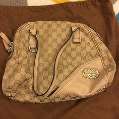 Gucci bag Very good condition. Thank u~ Gucci Bags Shoulder Bags