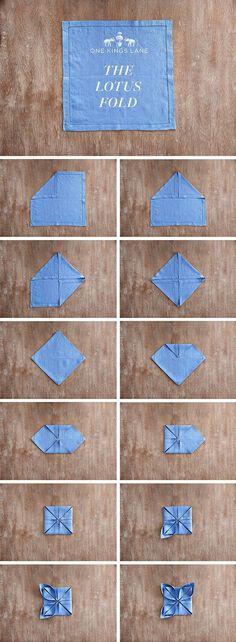diy servietten falten anleitung seerose in blauer farbe
