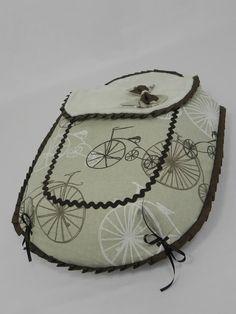 Conjunto para el capazo del coche Twon de la marca Nurse, la cual es hermana de la marca española Jané.  El saco es de tres piezas con colch...