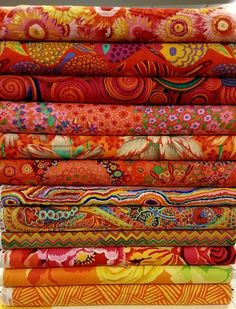 Nice Techniques Couture, Quilt Material, Textiles, Fabric Houses, Gorgeous Fabrics, Fabric Wallpaper, Fabric Patterns, Printing On Fabric, Quilts