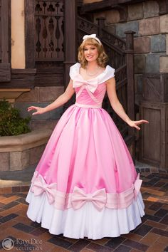 Cinderella Cosplay! FAVORITE Disney dress right here!!!