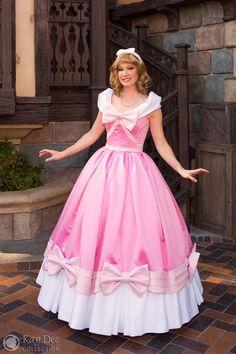 Cinderella Cosplay! FAVORITE Disney dress right here!!!