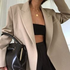 all black womens fashion trainers Nude Outfits, Blazer Outfits, Blazer Fashion, Fashion Outfits, Fashion Tips, Fashion Trends, Beige Blazer Outfit, Outfits 2016, Fashion Skirts