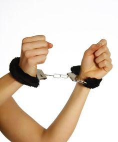 Handschellen mit Plüsch, schwarz http://marketingcenter.intimatetickles.biz