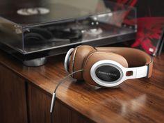 Bowers_and_Wilkins_P9_Signature_Headphones39843-7.jpg_1.jpg (700×525)
