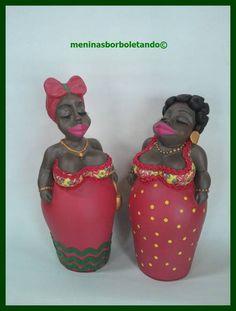 Dupla, peça em gesso, bonecas barraqueiras, nome Nega Maluca, são lindas e não ocupam espaço!!! Prontinhas ! R$ 55,00 Paper Clay, Paper Mache, Arte Tribal, Bottle Art, Ceramic Art, Garden Art, Art Dolls, Diy Jewelry, Diy And Crafts