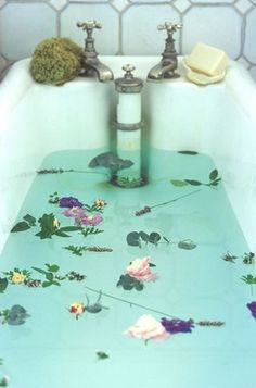A Healing Detox Spa Bath: Mix 2 cups of Epsom salt, 1/2 cup of raw apple cider vinegar, 1/4 cup of baking soda and a few drops of lavender essential oil in a warm tub.