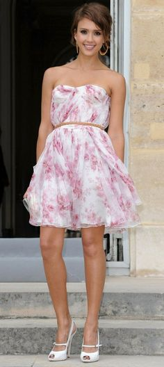 Jessica Alba Wears The Perfect Outfit For Hot, Humid Weather