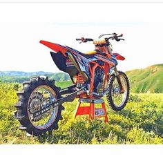 repost from @dirt_bike_unlimited Hill climber anyone? #mx #moto #motocross #sx #supercross  Be sure to follow us for more #helmetfellas images & videos