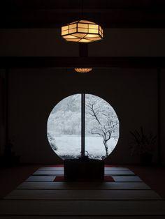 The snowy view from the window of Meigetsu-in temple, Kamakura, Japan (Bonus: hexagon lights! Japanese Interior, Japanese Design, Japanese Art, Traditional Japanese, Urbane Fotografie, Arte 8 Bits, Art Japonais, Kamakura, Japanese Architecture