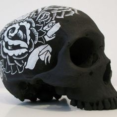 Omfg!! Come Halloween I am buying out the dollar store! Love this simply achieved with a plastic dollar store skull painted/sprayed black and then a thin tip and thick tip white paint pen and I'm set to run creativity wild! Love love love