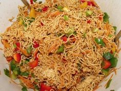 Mienudel-Salat Rezept - [ESSEN UND TRINKEN] Best Picture For asian recipes thailand For Your Taste You are looking for something, and it is going to tell you exactly what you are looking for, and you Chicken Recipes Dairy Free, Chicken Recipes Video, Healthy Chicken Recipes, Asian Recipes, Crockpot Recipes, Ethnic Recipes, Recipe Chicken, Keto Chicken, Vegetarian Recipes