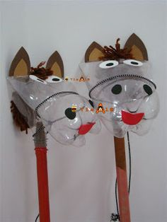 DIY Hobby horse or stick horse ~ What a fun craft! Love the use of a plastic bottle, divertida forma de botellas de refresco Kids Crafts, Bible Crafts, Arts And Crafts, Horse Crafts, Animal Crafts, Plastic Bottle Crafts, Plastic Bottles, Soda Bottles, Drink Bottles