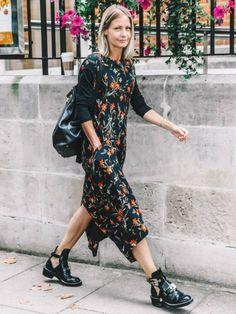 Boots massives noires + robe à fleurs = le bon mix