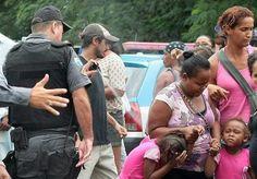 El policía llamado Capitán Bruno Schorcht lanza spray de pimienta a una niña durante protesta en Niterói