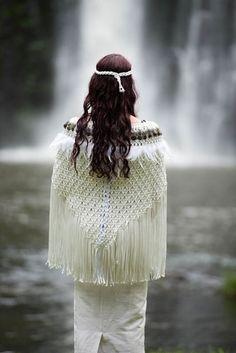 Antique White Korowai 40 inch width 28 inch length NB: Greenstone necklaces are not included. Maori Designs, Polynesian Designs, Flax Weaving, Hand Weaving, Weaving Art, Maori Patterns, Native American Wedding, Flax Flowers, Nz Art